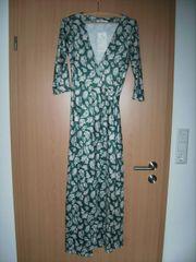 Wickelkleid grün mit Muster Gr