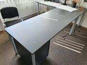 Schreibtisch Regal Monitor Schreibtischstuhl Telefon