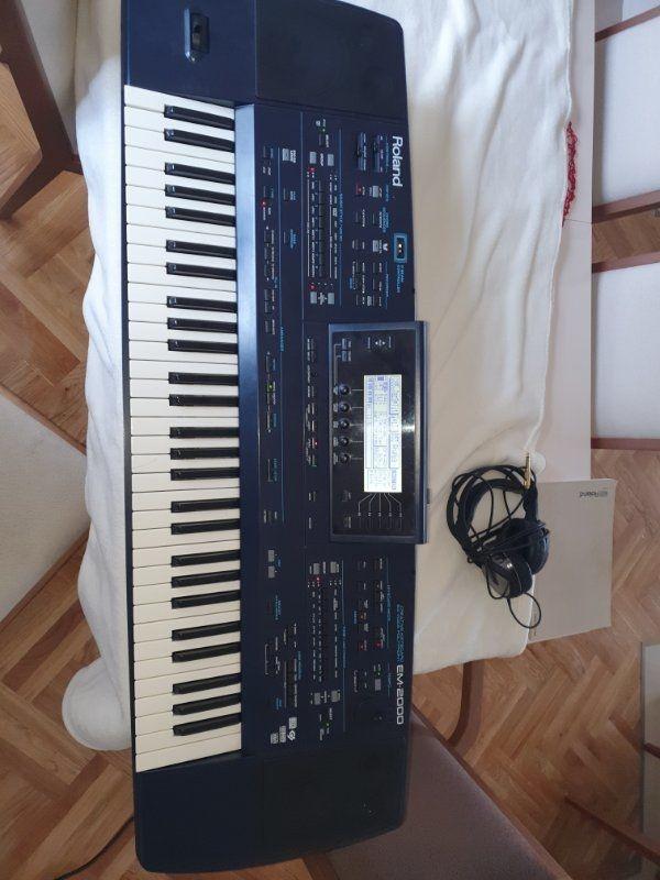 Roland EM 2000