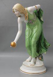 Große Meissen Jugendstil Figur Kugelspielerin