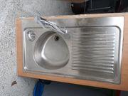 Spühlbecken mit Wasserhahn