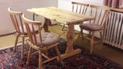 Massivholztisch und 4 Stühle