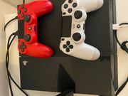 PlayStation 4 mit 2 Controllern