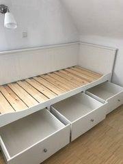 Schickes Bett Einzel- wie Doppelbett