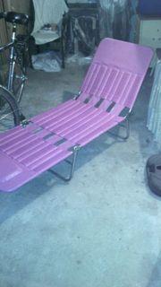 1 Liegestuhl 2 Gartenstühle