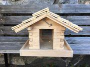 Vogelfutterhäuschen Vogelhaus mit Futterklappe