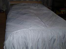 Betten - Bettüberwurf Tagesdecke mit Stickereien in