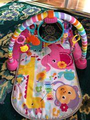Spieldecke für Babys singt auf