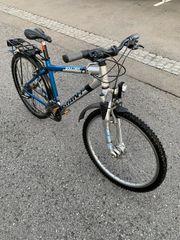EINWANDFREI Mit LICHTER GIANT Mountainbike