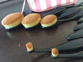Kosmetik und Schönheit - Neue Make-up Kosmetik Pinsel