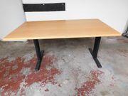 Großer und kleiner Schreibtisch