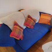 2 Zweisitzer Couch und Hocker