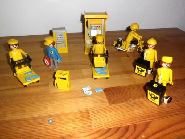 Playmobil Post