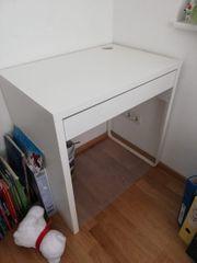 Schreibtisch und Stuhl von Ikea