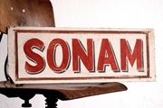großes handgemaltes Schild Sonam New