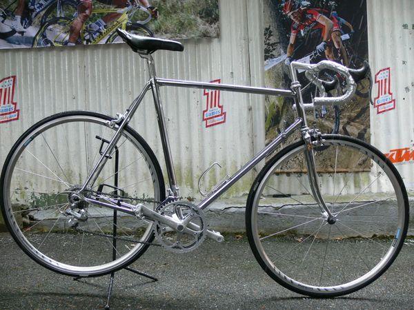Straßenrennrad von RAZESA mit 16