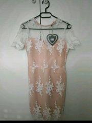 Kleid mit Spitze und Mesh
