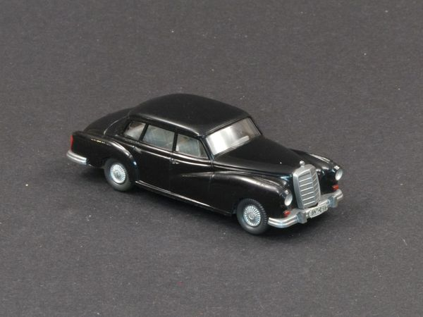WIKING Mercedes Benz 300 in