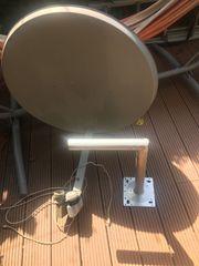 Satellitenschüssel und Haltering