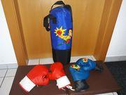Boxsack und 2 Paar Boxhandschuhe