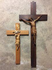 Kruzifixe 2 Stück Holz uralt