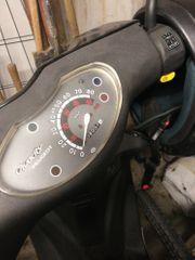 Moped Roller Vivacity Peugeot schwarz