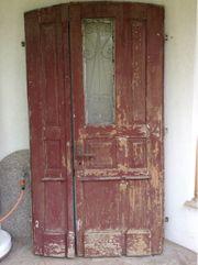 Antike zweiflügelige Haustüre