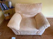sehr gut erhaltene Couch 1