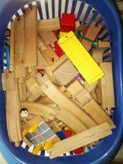 Holzeisenbahn und lego Junior