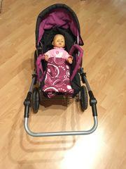 Kinderwagen mit Puppe