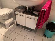 Waschbeckenunterschrank und Badregal