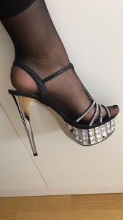 Plateau high heels mit Steinen