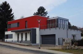 Exklusivers Einfamilienhaus mit Wellnessbereich, Terrasse, Balkon und Doppelgarage