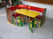 Farbenfrohe tolle Kinder-Eckbank mit Tisch