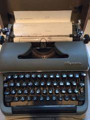 Schreibmaschine Olympia im Koffer mechanisch