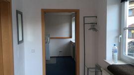 1-Zimmer Wohnung mit eigenem Eingang, Teilmöbliert
