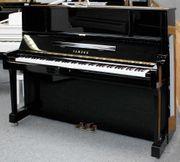 Klavier Yamaha UX-1 schwarz poliert