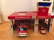 Feuerwache mit zwei Feuerwehrautos