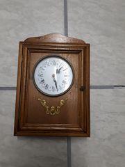 Schlüsselkasten mit Uhr
