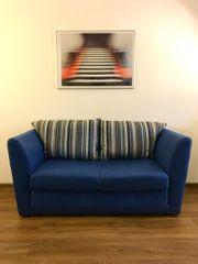 Zweisitzer Sofa mit Schlaffunktion zu