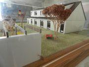 Hausmodell unter Plexiglashaube