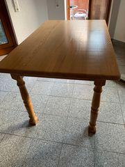Esstisch aus Echtholz