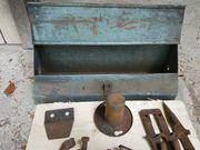 Original Eicher Werkzeugkasten mit Mähwerkersatzteilen