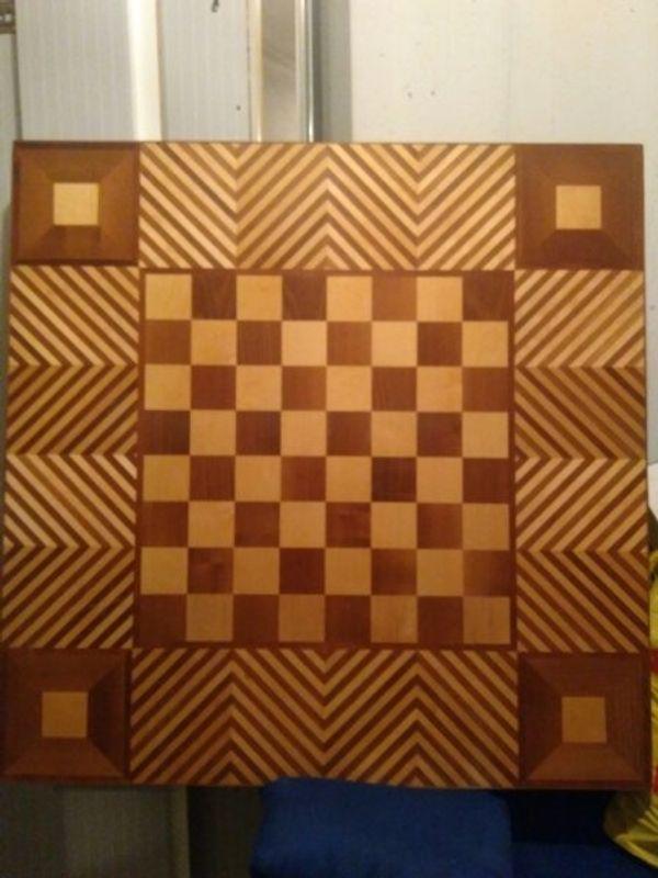 Schachbrett mit Intarsien