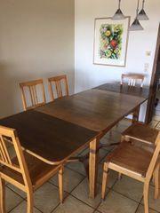 Alter Holztisch zum Ausziehen