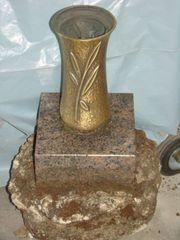 Messing Grabvase 3 Grab Granit