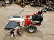 Kehrmaschine mit Auffangwagen
