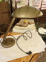 Stilechte und makellose Schreibtischlampe im