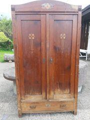 Alter Holzkasten renovierungsbedürftig