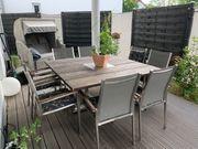 Holz-Gartentisch mit 8 Stühlen aus